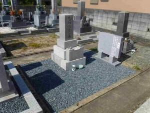 ➂クリーニング 玉砂利 墓誌 施工